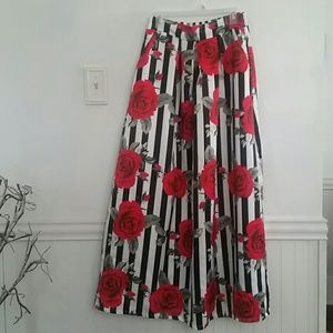 Dresses & Skirts - Floral striped maxi skirt
